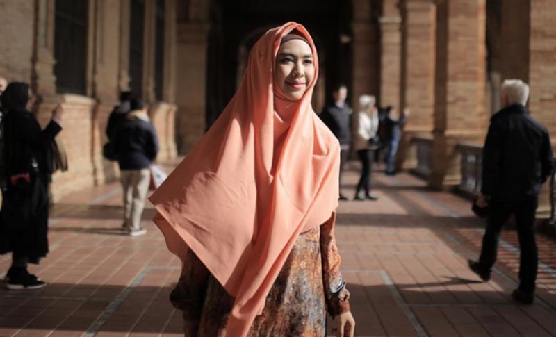 Trik Berbusana Muslim Syar'i untuk Wanita yang Baru Pakai Hijab