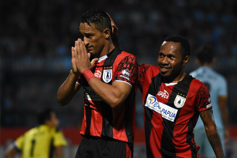 Addison Alves cetak gol kemenangan Persipura. (Foto: ANTARA/M Risyal Hidayat)