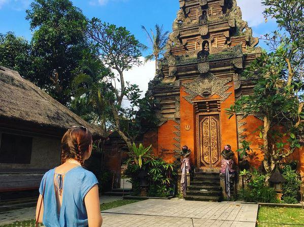 SHARE LOC: Serunya Berfoto di Istana Puri Saren Bali