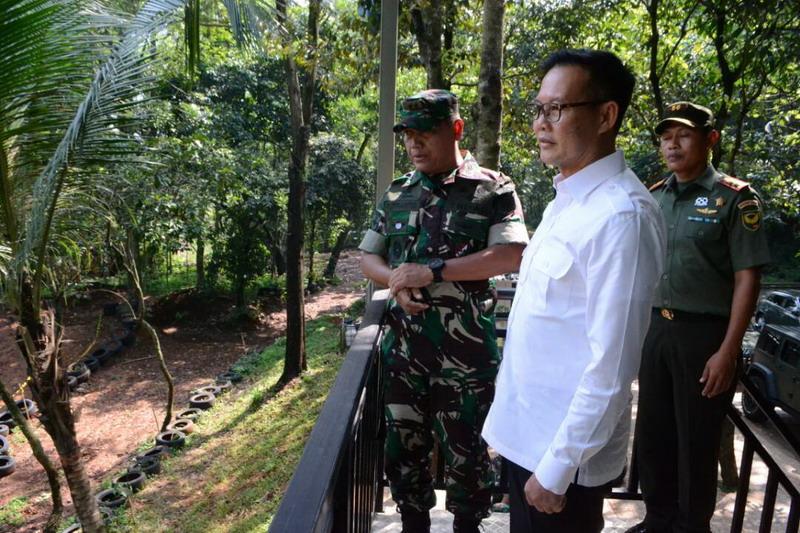 Kak Wari saat mengunjungi Divisi  Infanteri I Cilodong. (Foto: Istimewa)