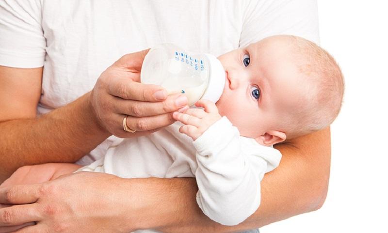 Mencampur ASI dengan Susu Formula Berisiko pada Ginjal Bayi