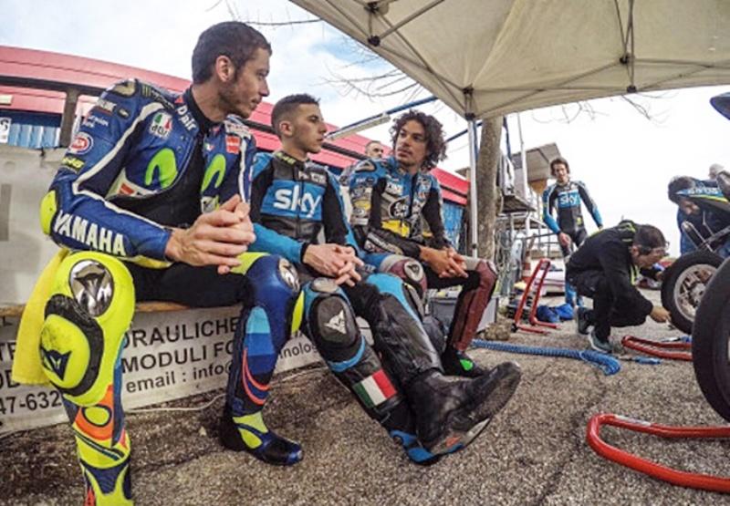 Valentino Rossi dan Franco Morbidelli. (Foto: Eurosport)