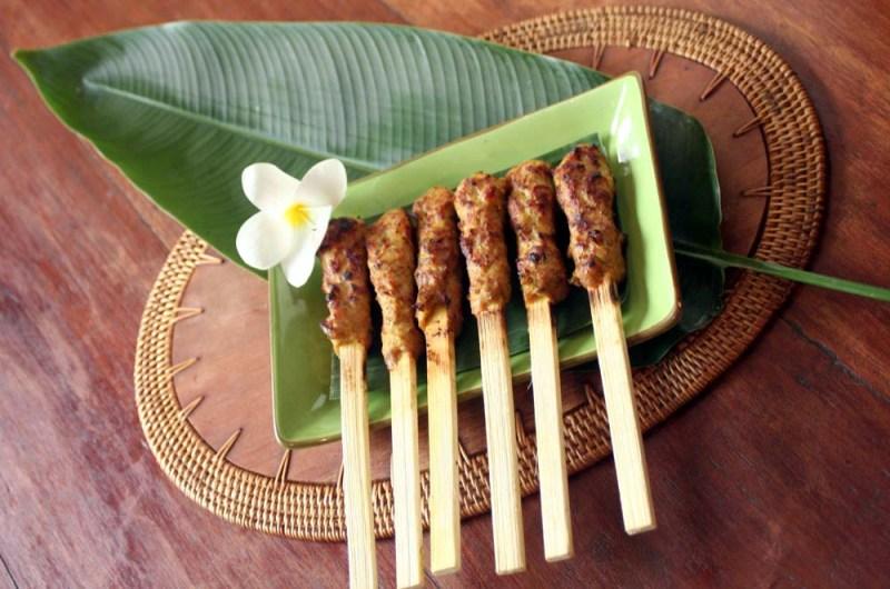 RESEP NENEK: Lezatnya Mencecap Sate Lilit Khas Bali, Bikin Sendiri Yuk