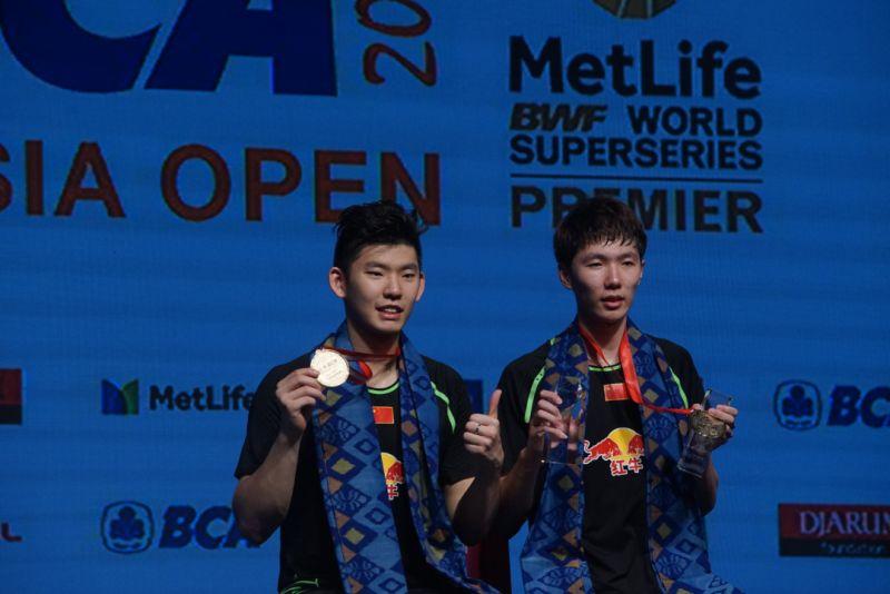 Ganda putra China, Li Jinhui/Liu Yuchen, juarai Indonesia Open 2017 (Foto: Okezone / Heru Haryono)