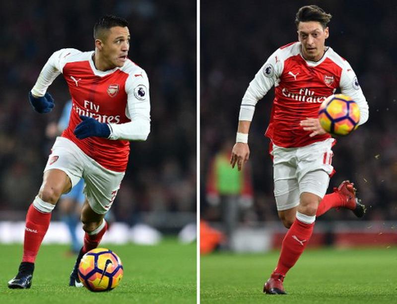 Alexis Sanchez & Mesut Ozil (Foto: Glyn Kirk/AFP)