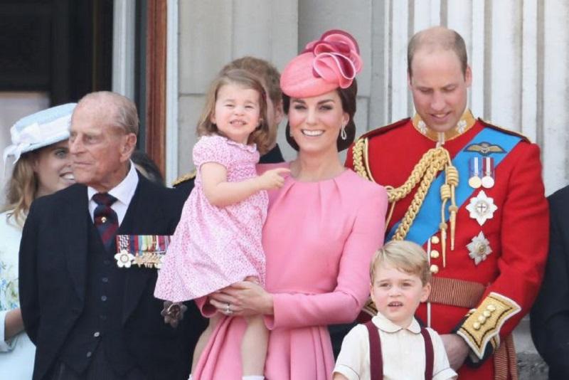 Cantiknya Kate Middleton Berbalut Dress Pink Rancangan Alexander McQueen di Parade Kerajaan