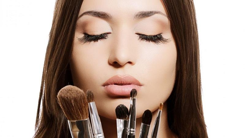Jangan Ragu untuk Mencoba Make-Up yang Hendak Dibeli