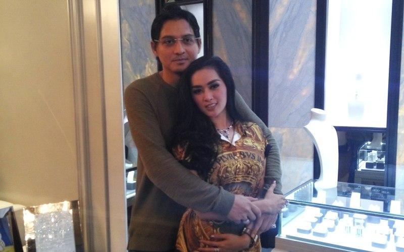Lucky Hakim dan Istri (Foto: Okezone)