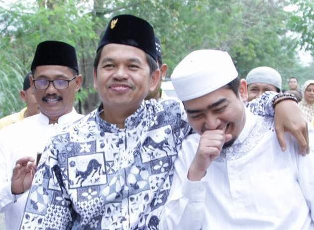 Ustadz Solmed dan Dedi Mulyadi. (Foto: Okezone)