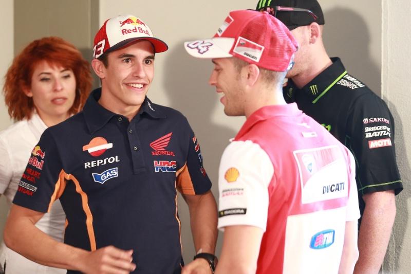 Pembalap Repsol Honda, Marc Marquez dan pembalap Ducati Corse, Andrea Dovizioso (Foto: Crash.net)