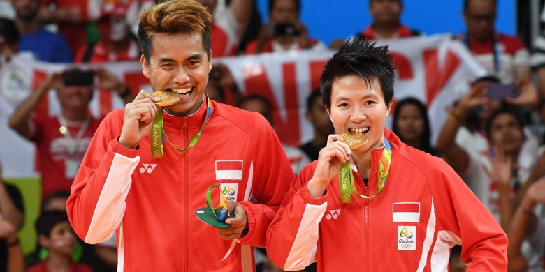 Ganda campuran Indonesia, Tontowi Ahmad/Liliyana Natsir (Foto: AFP / Goh Chai Hin)