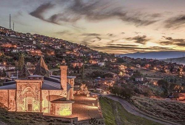 JELAJAH ISLAM: Terpukau Desain dan Arsitektur Masjid Divriği di Turki
