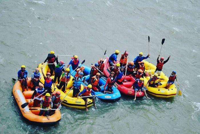Menaklukkan Sungai Lematang Lahat dengan Berarung Jeram di Minggu Terakhir Ramadan