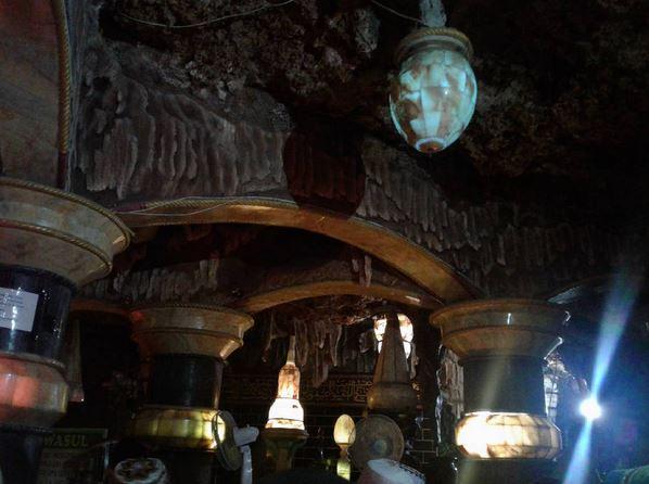 JELAJAH ISLAM: Menguak Keunikan Masjid di Perut Bumi