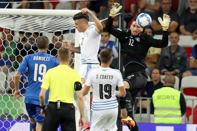 Donnarumma jadi starter saat Italia hadapi Uruguay. (Foto: Valery/Hache))
