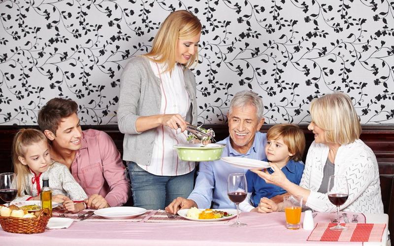 Menyiasati Beri Hadiah Lebaran untuk Mertua yang Tak Mau Diberi Uang