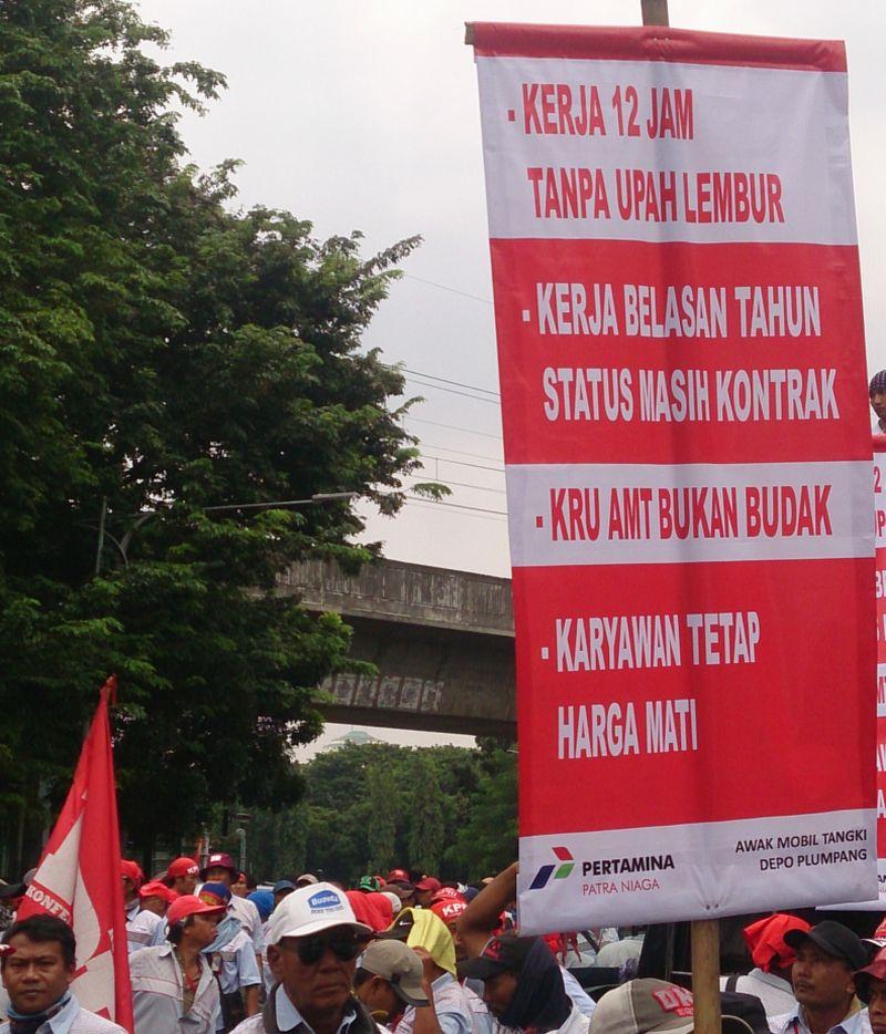 \Serentak! Sopir Tangki BBM Pertamina Lanjutkan Mogok Kerja di 7 Provinsi\