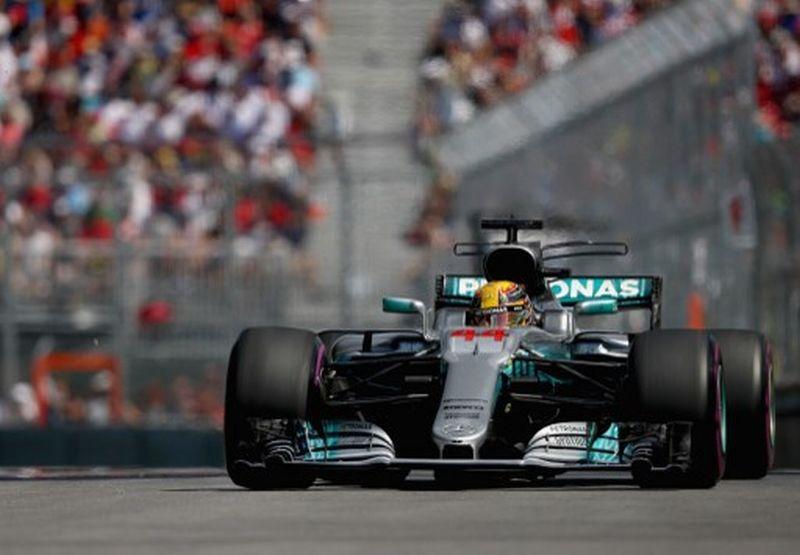 Pembalap Mercedes, Lewis Hamilton, saat melaju di GP Kanada 2017 (Foto: AFP)
