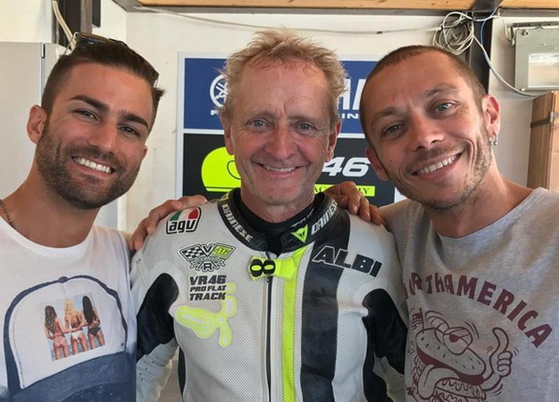 Pasini, Schwantz, dan Rossi (Foto: Instagram @valeyellow46)
