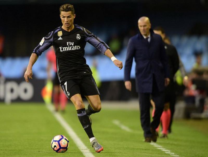 Ronaldo diperlakukan seperti penjahat. (Foto: AFP/Miguel Riopa)