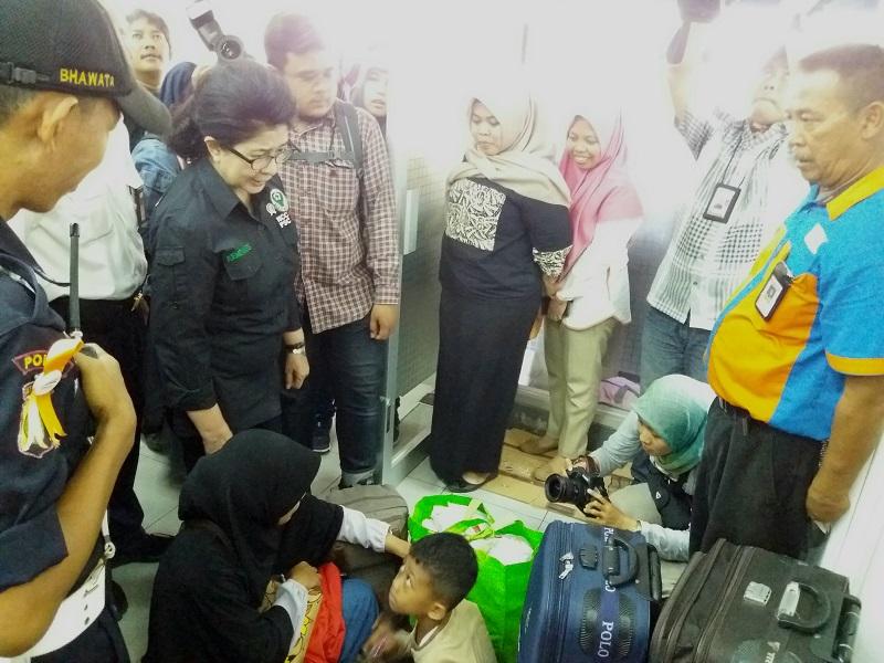 Menkes Nila Tinjau Posko Kesehatan di Stasiun Pasar Senen