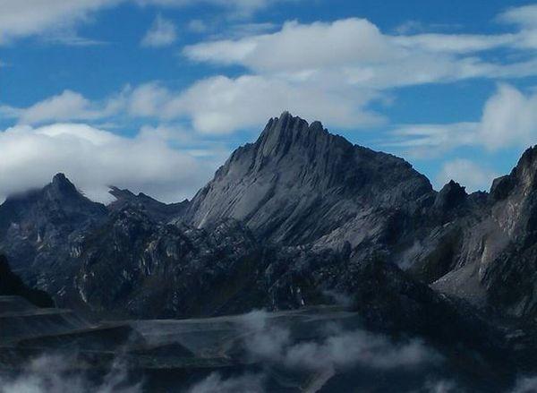Daftar Pendaki Terkenal yang Berhasil Menaklukkan Puncak Cartensz