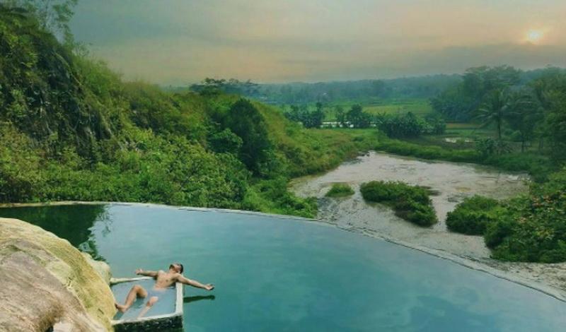 SHARE LOC: Segarnya Berendam Air Panas Sambil Memandang Hamparan Sawah di Bogor