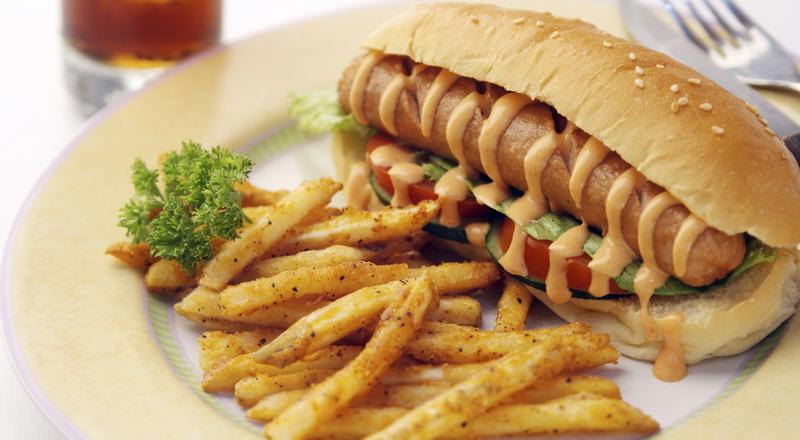 Waduh! Lebih 3 Ton Daging Hotdog Ditarik dari Pasaran karena Terkontaminasi Serpihan Tulang