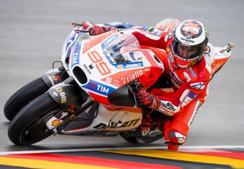 Lorenzo sukses besar di kelas MotoGP. (Foto: AFP/Robert Michael)