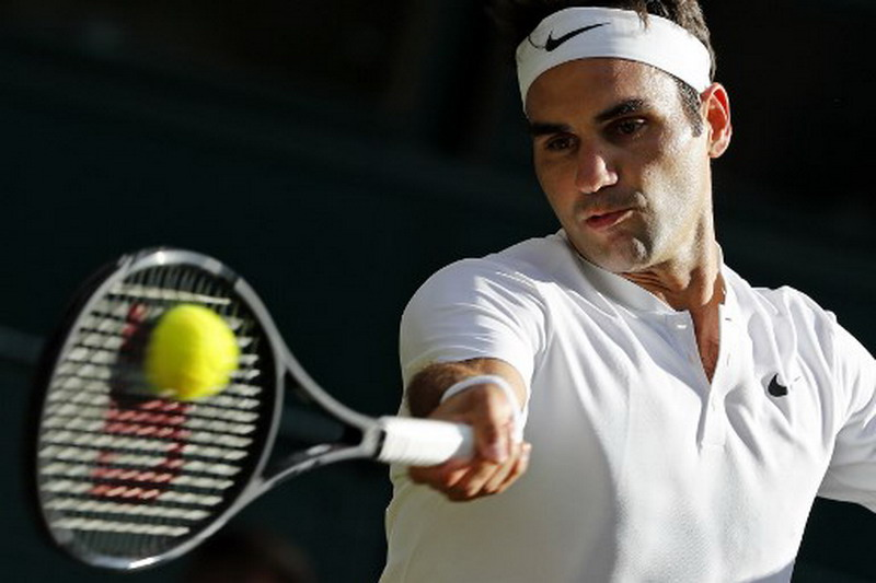 Federer juara tunggal putra tertua Wimbledon 2017. (Foto: AFP/Adrian Dennis)