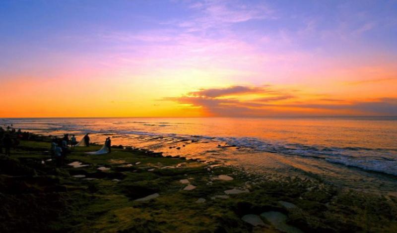 UNCOVER INDONESIA: Pantai Balangan, Tempat Sunyi Menikmati Senja di Bali