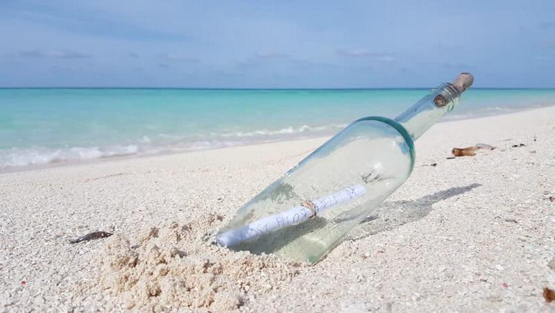 Mitos Bawa Oleh-Oleh Sebotol Pasir Putih Asli Maldives Dipercaya Bisa Bikin Anda Balik Lagi ke Sana, Loh!