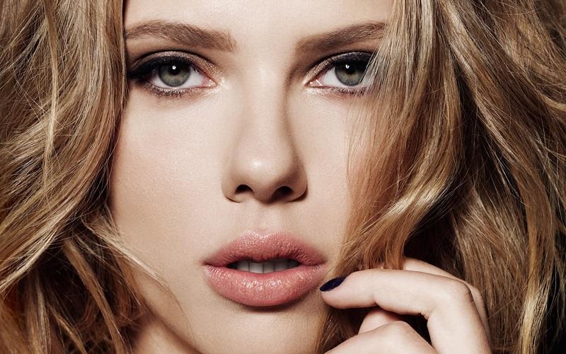 Bukan Kylie Jenner, Ini 7 Selebriti Hollywood yang Punya Bibir Seksi dan Sensual