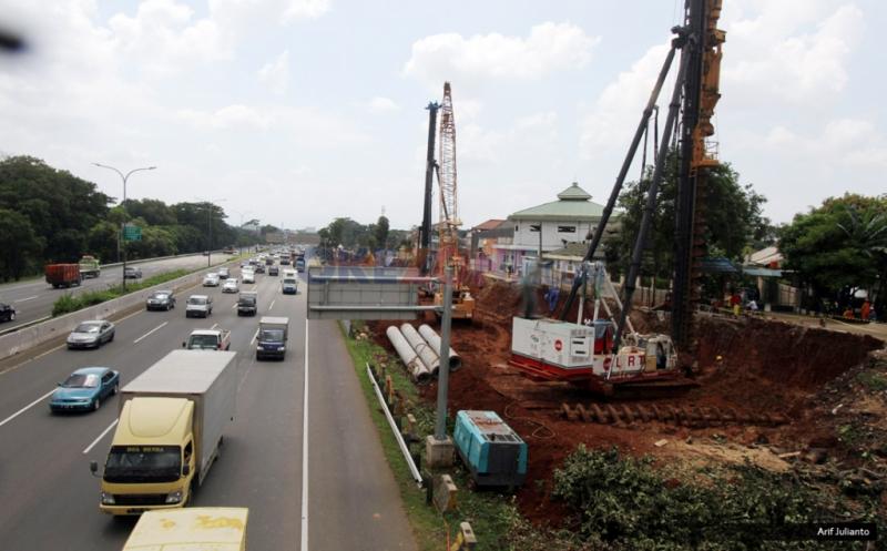 \ECONOMIC VIEWS: Pembangunan LRT di Bawah Tanah hingga Nyonya Meneer Pailit\