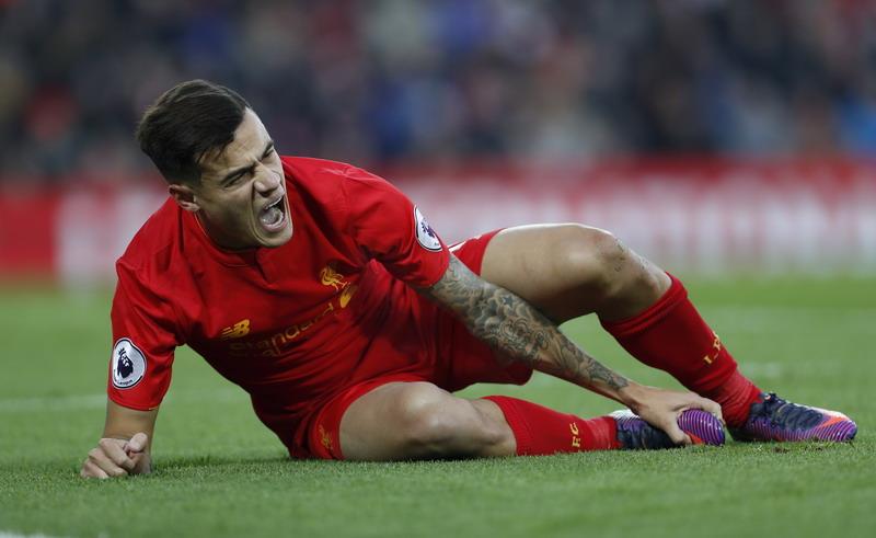Coutinho alami cedera. (Foto: REUTERS/Lee Smith)