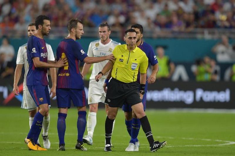 Barcelona saat bertemu Madrid di ICC 2017. (Foto: AFP/Hector Retamal)