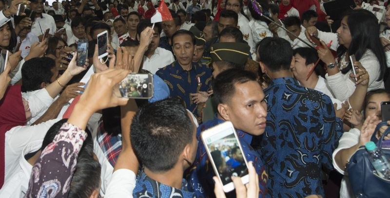 \Presiden Jokowi: Dana Pemda di Rekening Bank Rp220 Triliun!\