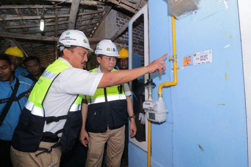 \Wih! Menteri Jonan Groundbreaking Proyek 5.000 Jaringan Gas Rumah Tangga di Mojokerto\