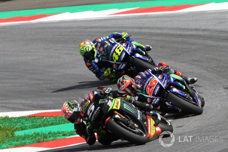 Valentino Rossi di belakang Vinales dan Johann Zarco. (Foto: Yamaha Racing Team)