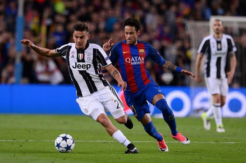 Paulo Dybala dan Neymar (Foto: Josep Lago/AFP)