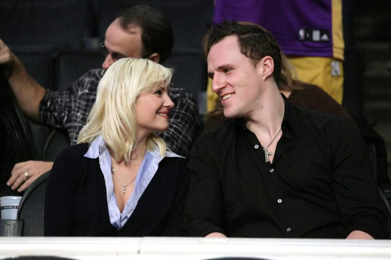 Elisha Cuthbert dan Dion Phaneuf. (Foto: The Star)