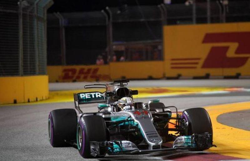 Pembalap F1 dari Tim Mercedes, Lewis Hamilton juarai GP Singapura 2017 (Foto: Crash.net)