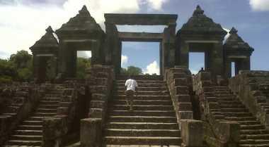 Gejug Lesung & Sunset Eksotik di Bukit Situs Ratu Boko