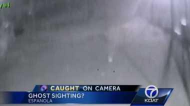 Sesosok Makhluk Halus Terekam CCTV Kepolisian AS
