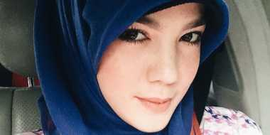 Pakai Hijab, Alice Norin Tuai Pujian