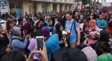 Turis Asing Sasaran Foto Warga Bandung
