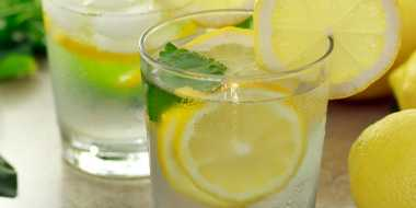 Keuntungan Rajin Minum Air dengan Potongan Lemon