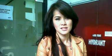 Olla Ramlan Ogah Tiru Jejak Anang-Ashanty