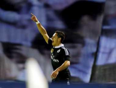 Brace Chicarito Bawa Madrid Jauhi Vigo