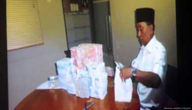 Uang Suap Fuad Amin Harus Disetujui Dua Petinggi PT MKS